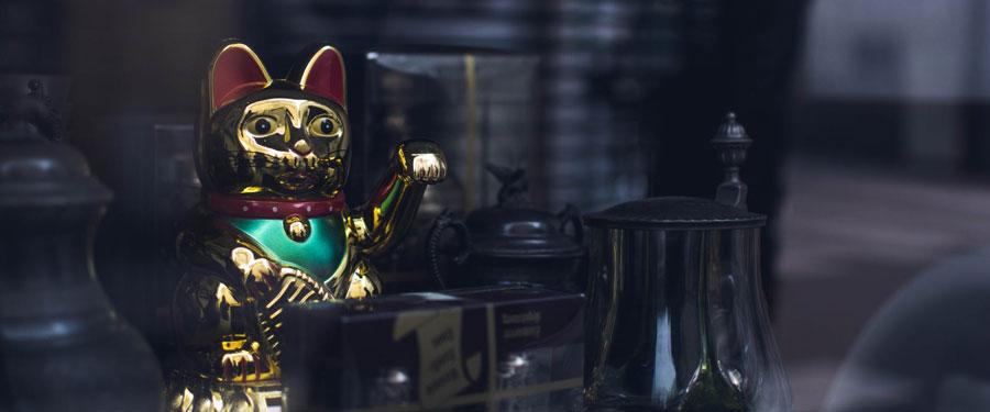 Maneki-neko waving integető arany macska